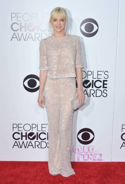 peoples-choice-awards-2014-anna-faris-red-carpet__oPt