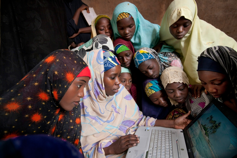 girls-with-computer-pg-282-283hp