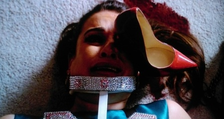 hester-with-a-shoe-in-her-eye-on-the-fox-show-scream-queens