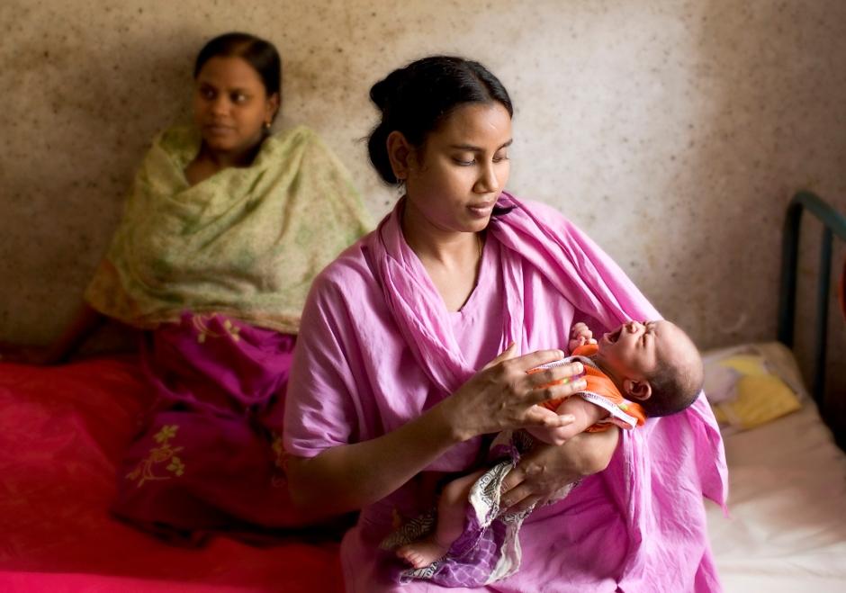 nurse-with-baby-pgs-5253hp