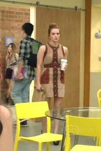 Katie-Stevens-Karma-Ashcroft-Faking-It-S03E02-Let's-Hear-It-For-The-Oy_L0hVQ2IwdjdLa0xDTDVibzljLTJRa3hJMjFRST0vNjk0eDI6MTI1M3g4NDAvNjQweDAvZmlsdGVyczpicmlnaHRuZXNzKDE1KTpjb250cm